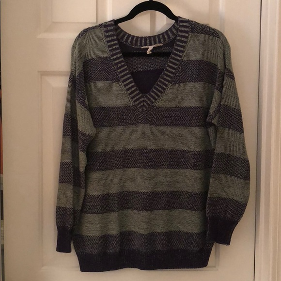 BCBGeneration Sweaters - BCBG slouchy v neck sweater